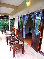 プーケット ファミリー&グループのホテル : カタ カントリー ハウス(Kata Country House)のデラックスルームの設備 Balcony