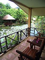 プーケット ファミリー&グループのホテル : カタ カントリー ハウス(Kata Country House)のバンガロールームの設備 Terrace - Concrete