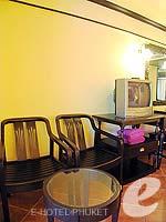 プーケット カタビーチのホテル : カタ パーム リゾート(Kata Palm Resort & Spa)のスーペリアルームの設備 Relax Area