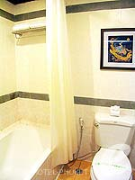 プーケット フィットネスありのホテル : カタ パーム リゾート(Kata Palm Resort & Spa)のスーペリアルームの設備 Bathroom