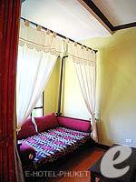 プーケット フィットネスありのホテル : カタ パーム リゾート(Kata Palm Resort & Spa)のデラックスルームの設備 Living Area
