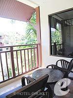 プーケット フィットネスありのホテル : カタ パーム リゾート(Kata Palm Resort & Spa)のデラックスルームの設備 Balcony
