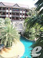 プーケット フィットネスありのホテル : カタ パーム リゾート(Kata Palm Resort & Spa)のデラックスルームの設備 View From Balcony