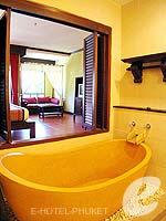プーケット フィットネスありのホテル : カタ パーム リゾート(Kata Palm Resort & Spa)のデラックスルームの設備 Bathroom