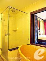 プーケット カタビーチのホテル : カタ パーム リゾート(Kata Palm Resort & Spa)のデラックスルームの設備 Bathroom