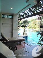 プーケット フィットネスありのホテル : カタ パーム リゾート(Kata Palm Resort & Spa)のデラックス プール アクセスルームの設備 Balcony