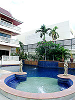 Pool Jacuzzi / Kata Poolside Resort, หาดกะตะ