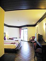 プーケット ファミリー&グループのホテル : カタ プールサイド リゾート(Kata Poolside Resort)のデラックス (ツインベット)ルームの設備 Day Bed