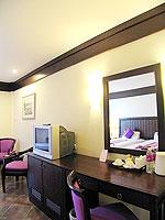 プーケット カタビーチのホテル : カタ プールサイド リゾート(Kata Poolside Resort)のデラックス (ツインベット)ルームの設備 Writing Desk