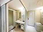 プーケット ビーチフロントのホテル : カタタニ プーケット ビーチ リゾート(Katathani Phuket Beach Resort)のデラックス プール(ブリウィング)ルームの設備 Bath Room