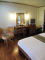 プーケット ヴィラコテージのホテル : カオラック パーム ビーチ リゾート(Khaolak Palm Beach Resort)のデラックス マウンテンルームの設備 Bedroom