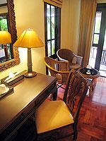 プーケット ヴィラコテージのホテル : カオラック パーム ビーチ リゾート(Khaolak Palm Beach Resort)のデラックス ガーデンルームの設備 Writing Desk