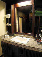 プーケット カップル&ハネムーンのホテル : カオラック パーム ビーチ リゾート(Khaolak Palm Beach Resort)のデラックス ガーデンルームの設備 Bathroom