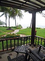 プーケット ヴィラコテージのホテル : カオラック パーム ビーチ リゾート(Khaolak Palm Beach Resort)のデラックス ジャグジールームの設備 Balcony