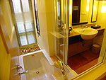 プーケット カップル&ハネムーンのホテル : カオラック メルリン リゾート(Khaolak Merlin Resort)のスーペリア(ツイン/ダブル)ルームの設備 Bathroom