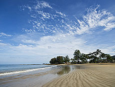 Beach : Khaolak Mohin Tara Hotel, Couple & Honeymoon, Phuket