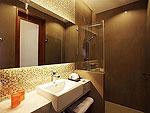 プーケット ヴィラコテージのホテル : センタラ シービュー リゾート カオ ラック(Centara Seaview Resort Khao Lak)のファミリー レジデンスルームの設備 Bathroom