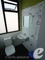 バンコク ファミリー&グループのホテル : カオサン パーク リゾート(Khaosan Park Resort)のシングルルームの設備 Bathroom
