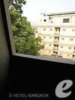 バンコク ファミリー&グループのホテル : カオサン パーク リゾート(Khaosan Park Resort)のシングルルームの設備 Balcony