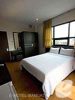 バンコク ファミリー&グループのホテル : カオサン パーク リゾート(Khaosan Park Resort)のダブルルームの設備 Bedroom