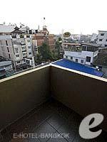 バンコク ファミリー&グループのホテル : カオサン パーク リゾート(Khaosan Park Resort)のダブルルームの設備 Balcony
