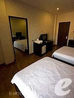 バンコク ファミリー&グループのホテル : カオサン パーク リゾート(Khaosan Park Resort)のツインルームの設備 Connecting Door