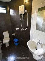 バンコク ファミリー&グループのホテル : カオサン パーク リゾート(Khaosan Park Resort)のファミリー スイートルームの設備 Bathroom