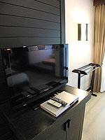プーケット カオラックのホテル : ラ フローラ リゾート & スパ カオラック(La Flora Resort & Spa Khao Lak)のスタジオルームの設備 TV
