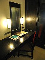 プーケット カオラックのホテル : ラ フローラ リゾート & スパ カオラック(La Flora Resort & Spa Khao Lak)のスタジオルームの設備 Table