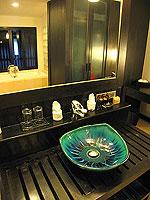 プーケット カオラックのホテル : ラ フローラ リゾート & スパ カオラック(La Flora Resort & Spa Khao Lak)のスタジオルームの設備 Bathroom