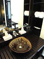 プーケット カオラックのホテル : ラ フローラ リゾート & スパ カオラック(La Flora Resort & Spa Khao Lak)のビーチフロント ヴィラルームの設備 Bathroom