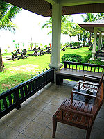 プーケット カオラックのホテル : ラ フローラ リゾート & スパ カオラック(La Flora Resort & Spa Khao Lak)のビーチフロント ヴィラルームの設備 Balcony