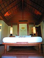 プーケット カオラックのホテル : ラ フローラ リゾート & スパ カオラック(La Flora Resort & Spa Khao Lak)のジャグジー ヴィラルームの設備 Bedroom