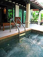 プーケット カオラックのホテル : ラ フローラ リゾート & スパ カオラック(La Flora Resort & Spa Khao Lak)のジャグジー ヴィラルームの設備 Jacuzzi