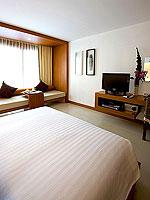 プーケット パトンビーチのホテル : ラ フローラ リゾート パトン(La Flora Resort Patong)のデラックス プールビュールームの設備 Bedroom