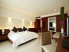 プーケット パトンビーチのホテル : ラ フローラ リゾート パトン(1)のお部屋「デラックス プールビュー」