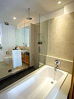 プーケット パトンビーチのホテル : ラ フローラ リゾート パトン(La Flora Resort Patong)のデラックス プールアクセスルームの設備 Bathroom