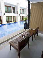 プーケット パトンビーチのホテル : ラ フローラ リゾート パトン(La Flora Resort Patong)のデラックス プールアクセスルームの設備 Terrace