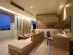 プーケット パトンビーチのホテル : ラ フローラ リゾート パトン(La Flora Resort Patong)のシービュー スイートルームの設備 Living Area