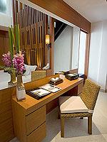 プーケット パトンビーチのホテル : ラ フローラ リゾート パトン(La Flora Resort Patong)のプール ヴィラ ウィズ ロフトルームの設備 Desk