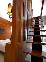 プーケット パトンビーチのホテル : ラ フローラ リゾート パトン(La Flora Resort Patong)のプール ヴィラ ウィズ ロフトルームの設備 Stairs