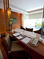 プーケット パトンビーチのホテル : ラ フローラ リゾート パトン(La Flora Resort Patong)のビーチフロント プール ヴィラルームの設備 Desk