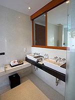 プーケット パトンビーチのホテル : ラ フローラ リゾート パトン(La Flora Resort Patong)のビーチフロント プール ヴィラルームの設備 Bath Room