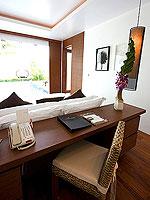プーケット パトンビーチのホテル : ラ フローラ リゾート パトン(La Flora Resort Patong)のビーチ グランド プール ヴィラルームの設備 Desk