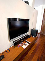 プーケット パトンビーチのホテル : ラ フローラ リゾート パトン(La Flora Resort Patong)のビーチ グランド プール ヴィラルームの設備 TV