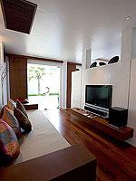 プーケット パトンビーチのホテル : ラ フローラ リゾート パトン(La Flora Resort Patong)のビーチ グランド プール ヴィラルームの設備 Living Area