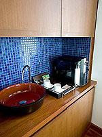 プーケット パトンビーチのホテル : ラ フローラ リゾート パトン(La Flora Resort Patong)のビーチ グランド プール ヴィラルームの設備 Coffee Maker