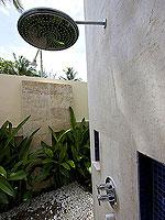プーケット パトンビーチのホテル : ラ フローラ リゾート パトン(La Flora Resort Patong)のビーチ グランド プール ヴィラ 1ベッドルームの設備 Outdoor Shower
