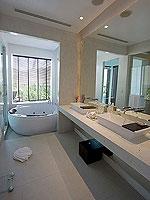 プーケット パトンビーチのホテル : ラ フローラ リゾート パトン(La Flora Resort Patong)のビーチ グランド プール ヴィラルームの設備 Bath Room
