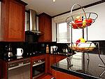 プーケット バンタオビーチのホテル : ラ ヴィラ ルージュ(La Villa Rouge)の4ベッドルームルームの設備 Kitchen